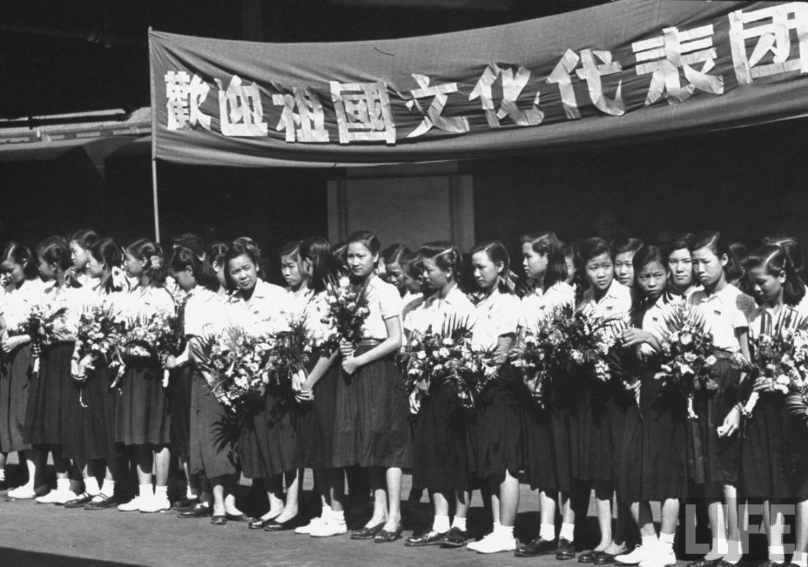 Girls from local Chinese school in Calcutta in 1955 await the arrival of a delegation from China. Credit: LIFE magazine