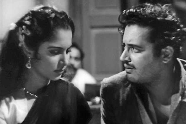 Waheeda Rehman and Guru Dutt in a scene from Pyaasa