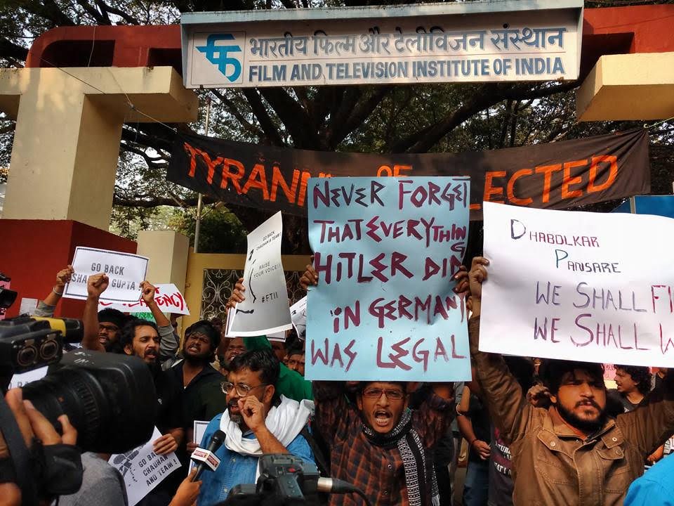 FTII Students protesting against Gajendra Chauhan on Thursday. Credit: Pratik Vats