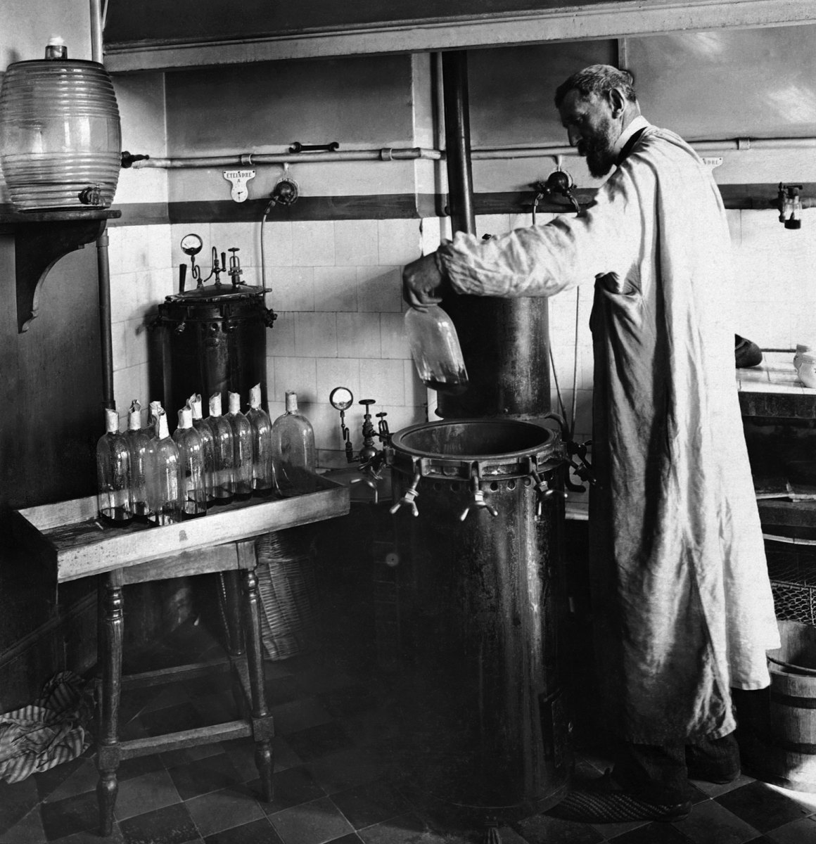 Louis Pasteur performing an experiment in his lab. Credit: Wikimedia Commons