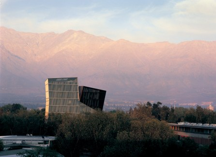Siamese Towers, 2005, San Joaquín Campus, Universidad Católica de Chile, Santiago, Chile, University classrooms and offices. Photo by Cristobal Palma