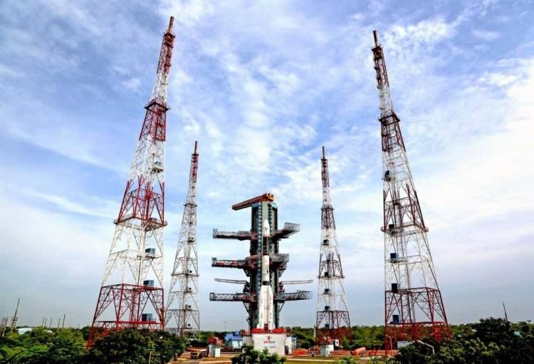 A GSLV Mk-II rocket at the Satish Dhawan Space Centre launchpad in Sriharikota, Andhra Pradesh, ahead of the D6 flight in August 2015. Credit: ISRO