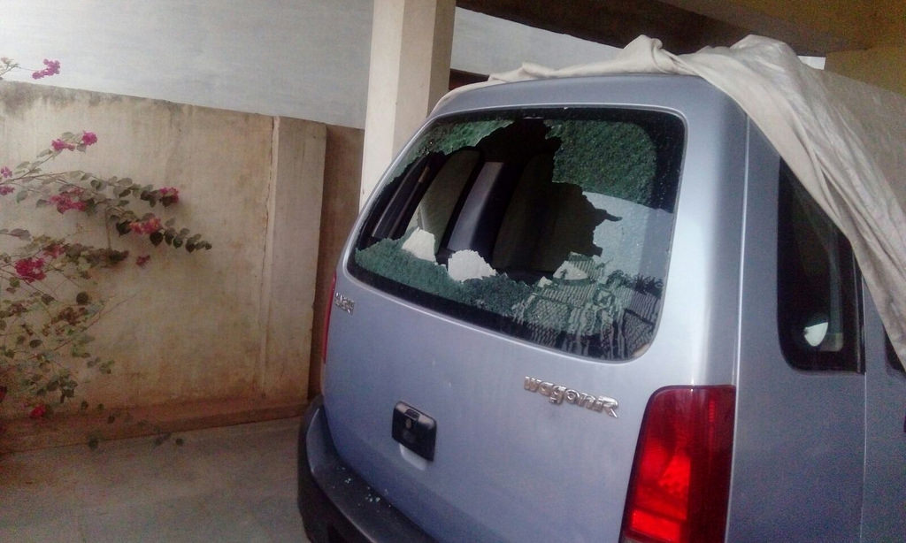 The car of a Chattisgarh-based journalist which was damaged by a group of protestors at her home. Credit: Scroll.in