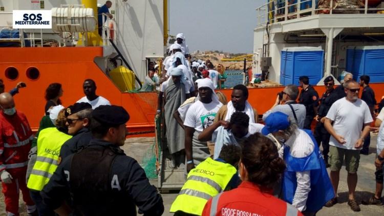 Migrants disembark from the SOS Mediterranee ship Aquarius at the Italian island of Lampedusa, April 18, 2016. Credit: Reuters/Sos Mediterranee