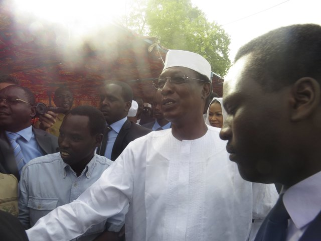 Chadian president Idriss Deby arrives at a polling station during the presidential election in N'Djamena, Chad, April 10, 2016. REUTERS/Moumine Ngarmbassa