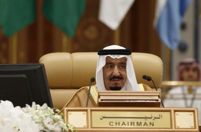 Saudi King Salman bin Abdulaziz attends the final session of the South American-Arab Countries summit, in Riyadh November 11, 2015. Credit: Reuters/Faisal Al Nasser