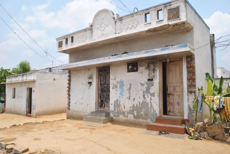 A Dalit family has done rough repairs to its burned house. Credit: Rohini Mohan
