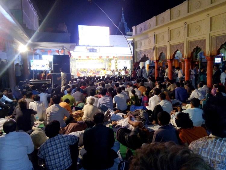 Vishwamohan Bhatt performs at 1 am on May 2.