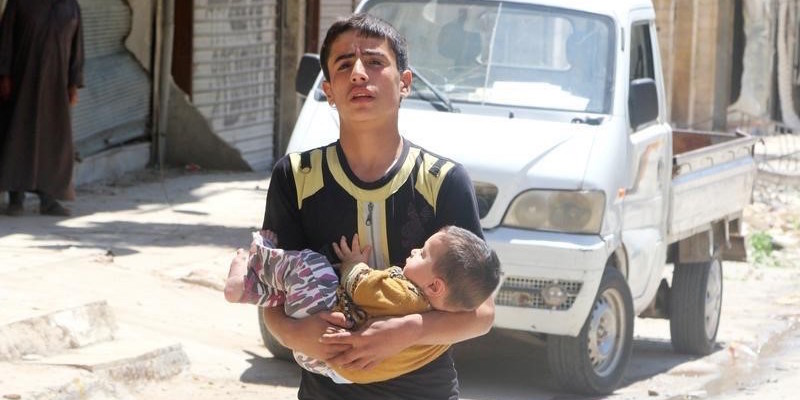 A civilian evacuates a baby from a site hit by airstrikes in the rebel held area of Aleppo's al-Fardous district, Syria, April 29, 2016. Credit: Reuters/Abdalrhman Ismail