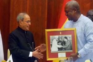 President Pranab Mukherjee gifted Ghanaian President John Dramani Mahama a picture of Ranjendra Prasad meeting Kwame Nkrumah. Credit: PTI