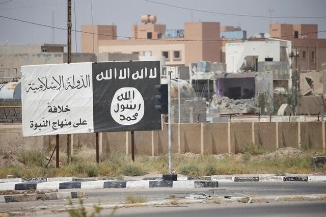Flag of the Islamic State militants is seen in Falluja, Iraq, June 25, 2016. REUTERS/Thaier Al-Sudani