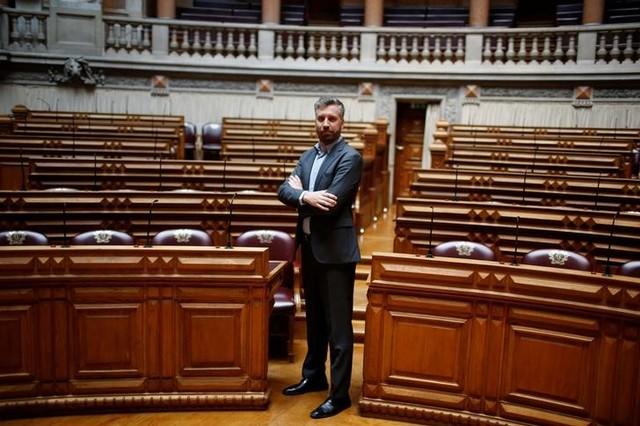 Pedro Nuno Santos poses for a portrait between the legislators of Socialist party and left bloc inside Portuguese parliament in Lisbon, Portugal June 21, 2016. Credit: Reuters/Rafael Marchante