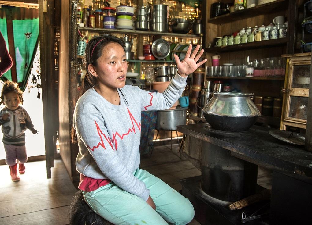 4.-Hishey-Lachenpa-in-her-tea-shop