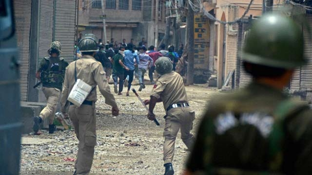 Protestors clashing with the police in Kashmir. Credit: PTI