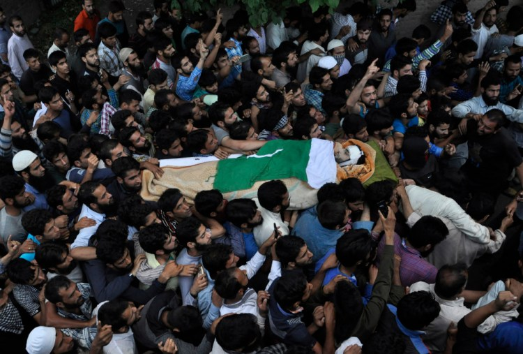 Burhan Wani's body carried by mourners. Credit: Syed Shahriyar