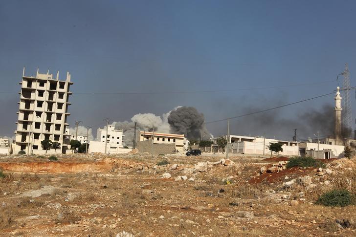 Smoke rises after an airstrike on the rebel held al-Rashideen neighbourhood, Western Aleppo province, Syria July 31, 2016. Credit: REUTERS/Ammar Abdullah