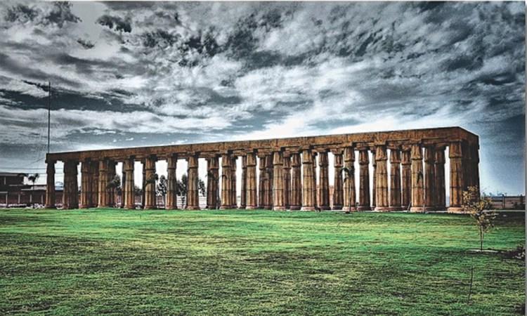 Greco-Roman columns in Bahria Town, Lahore. Credit:Umair Ashfaq/Herald