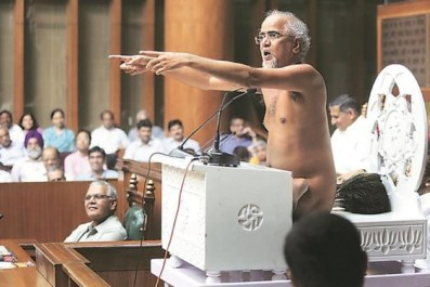 Jain monk Tarun Sagar speaking to the Haryana assembly. Credit: Twitter
