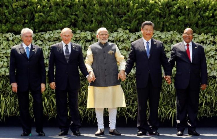 (L-R) Brazil's President Michel Temer, Russian President Vladimir Putin, Indian Prime Minister Narendra Modi, Chinese President Xi Jinping and South African President Jacob Zuma pose for a group picture during BRICS (Brazil, Russia, India, China and South Africa) Summit in Benaulim, in the western state of Goa, India, October 16, 2016. Credit: Reuters/Danish Siddiqui