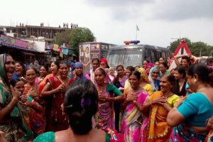 Women protesting at Dholka, Gujarat. Courtesy: Manjula Pradeep/The Ladies Finger