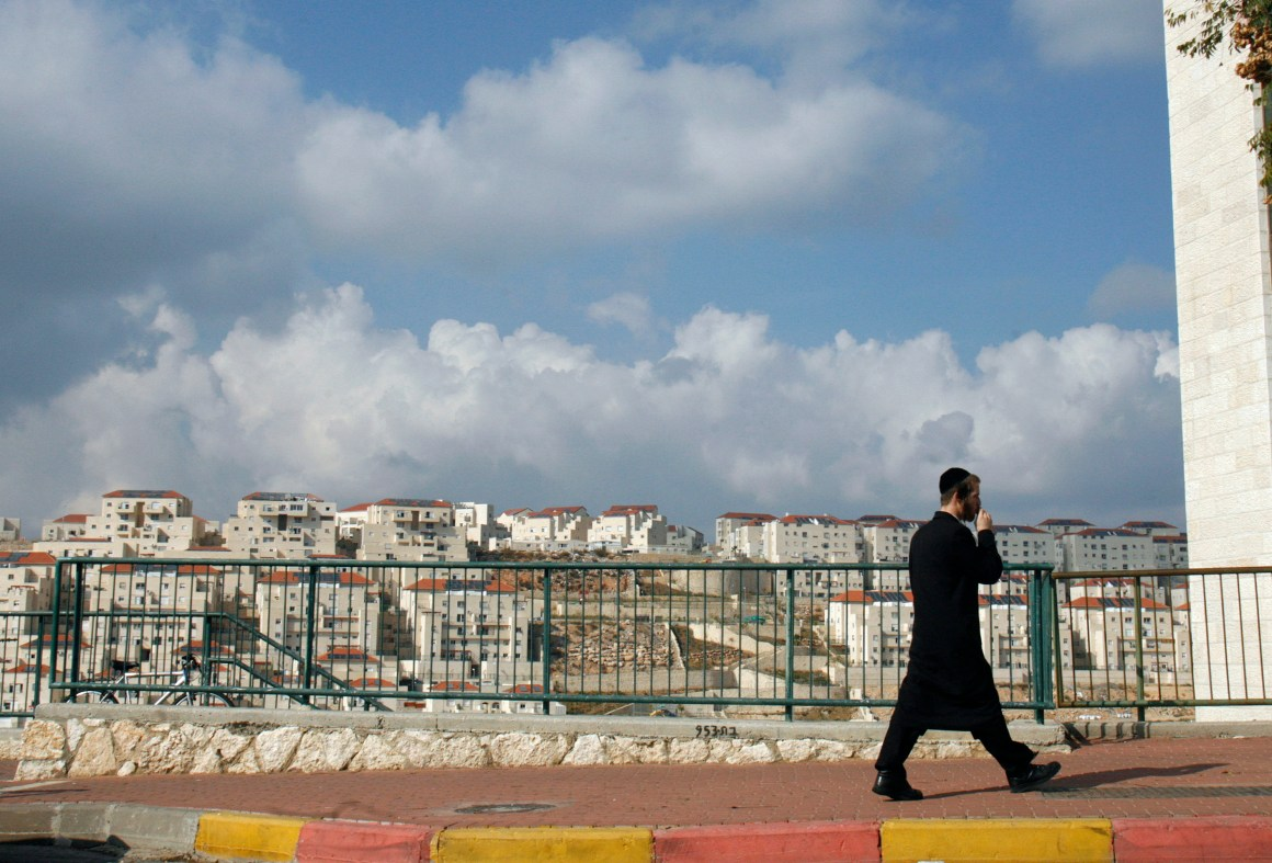 An ultra-Orthodox Jew walks in the West Bank Jewish settlement of Beitar Illit November 26, 2009. Israel's foreign minister shrugged off on Thursday the Palestinian dismissal of a 10-month moratorium on some building in West Bank settlements, saying winning international support was more important. REUTERS/Ronen Zvulun (WEST BANK POLITICS)