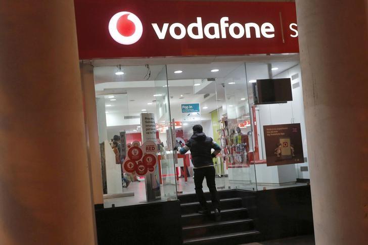 FILE PHOTO - A customer enters a Vodafone store in New Delhi, India, December 29, 2015. RETUERS/Adnan Abidi/File Photo