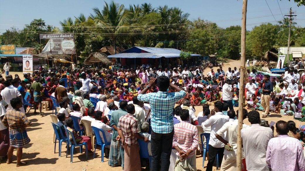 Villagers protesting in Neduvasal. Credit: Nityanand Jayaraman