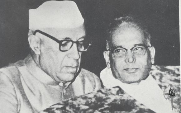 Jawaharlal Nehru with Jayaprakash Narayan: Wikimedia Commons