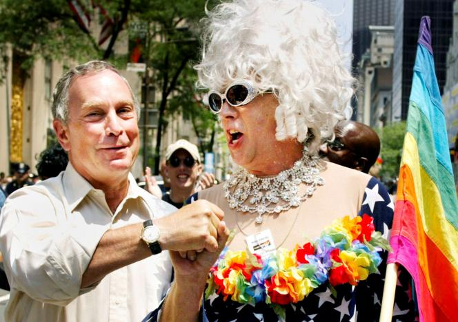 FILE PHOTO: New York Mayor Michael Bloomberg greets Gilbert Baker as they take part in the annual Gay Pride parade in New York City, June 30, 2002. REUTERS/Jeff Christensen/File Photo