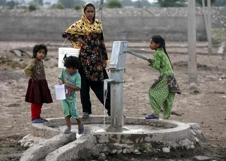 NCT Delhi is one of the country's worst offenders whe it comes to dropping groundwater levels. Representative image credit: Reuters/Mukesh Gupta/Files
