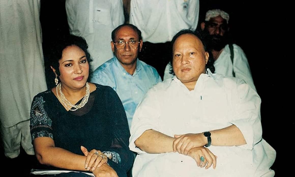 Tassawar Khanum sits alongside Nusrat Fateh Ali Khan. Credit: White Star/Herald