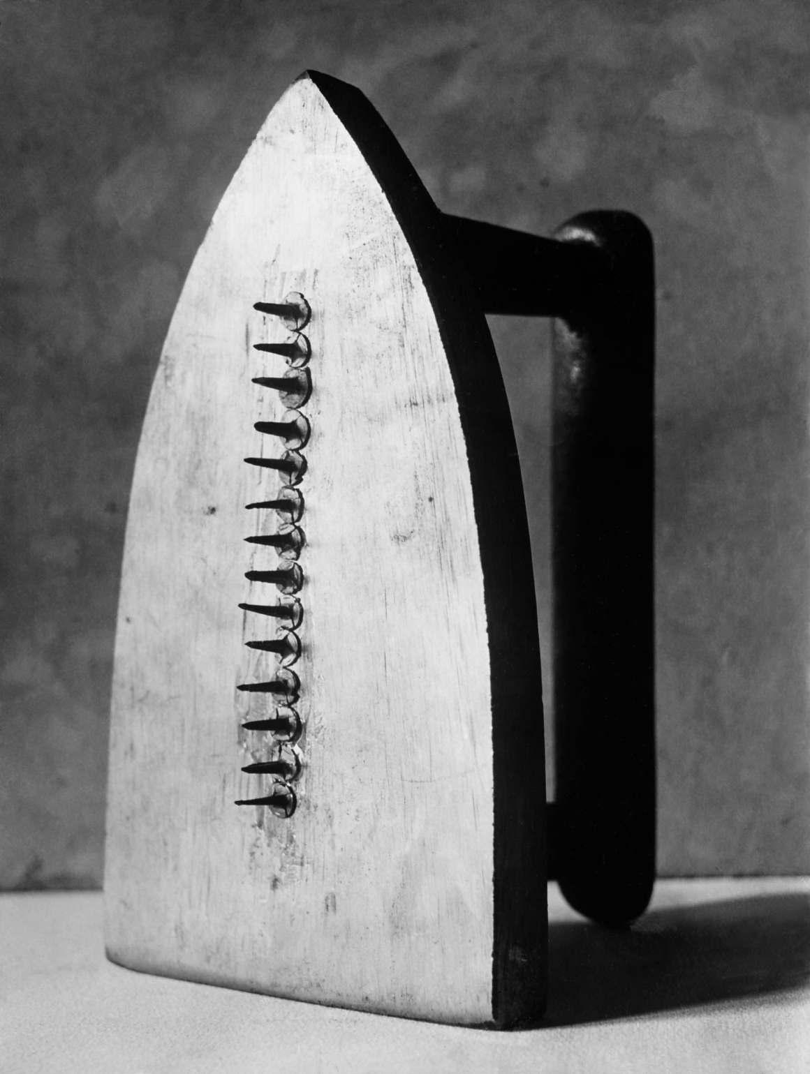 Les Champs délicieux 1922 Gelatin Silver print (Estate print) 30 X 24 cm © Man Ray Trust – ADAGP / courtesy MONDO GALERIA | TARQ