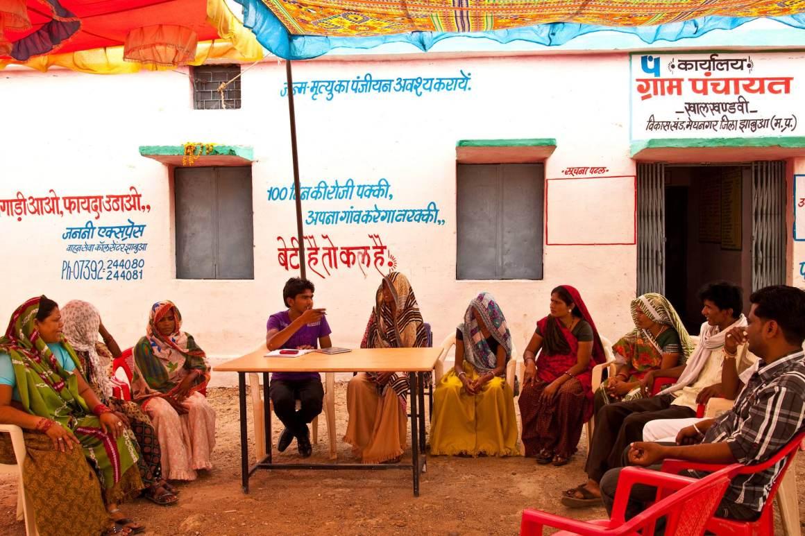 A gram panchayat meeting in Jhabua, Madhya Pradesh. Credit: UN Women/Gaganjit Singh