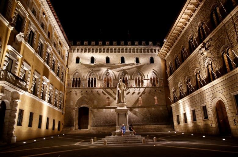 The entrance of Monte dei Paschi di Siena bank's headquarters in Siena, Italy. Credit: Reuters/Stefano Rellandini/File Photo