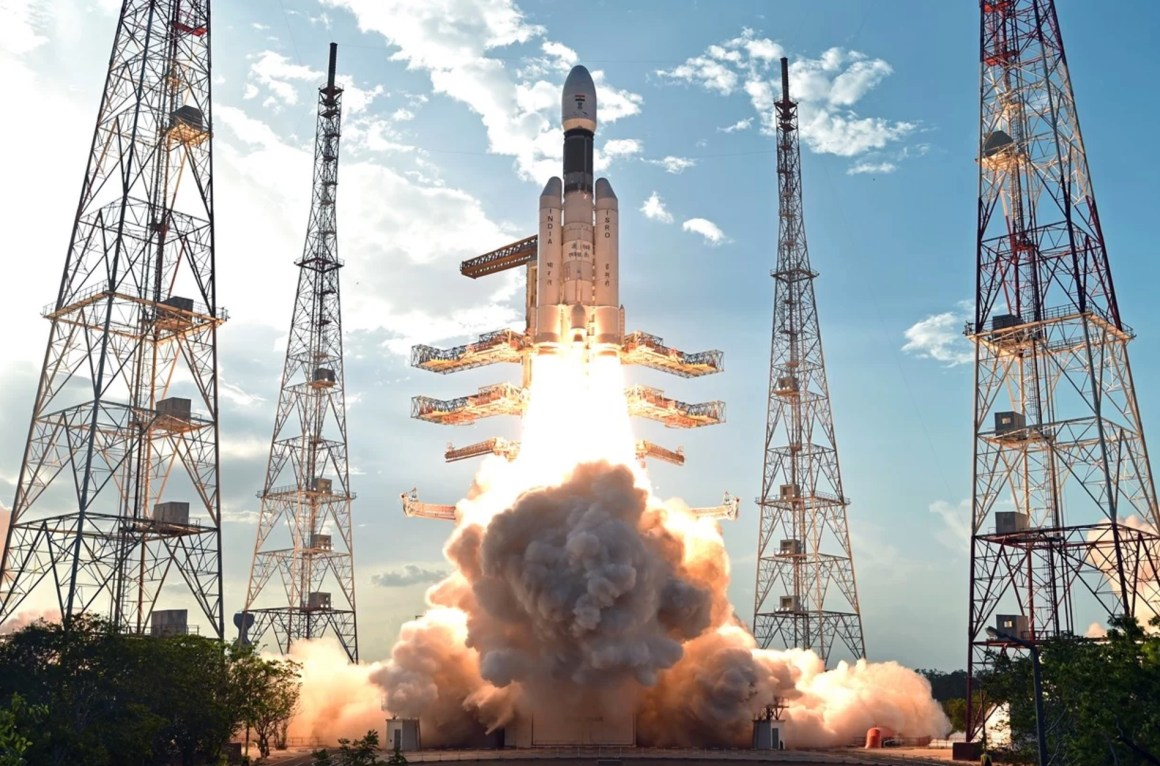 The GSLV Mk III D1 lifts off. Credit: ISRO