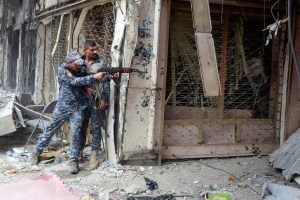 A member of the Iraqi Federal Police opens fire against ISIS militants in the Old City of Mosul, Iraq July 7, 2017. Credit: Reuters/Ahmed Saad