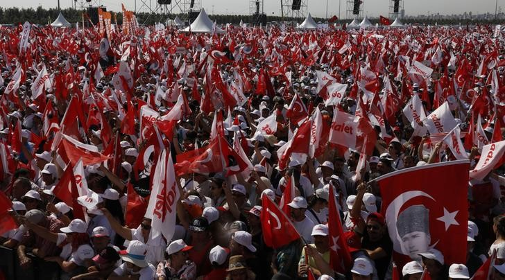 """People wave Turkish flags during a rally to mark the end of the main opposition Republican People's Party (CHP) leader Kemal Kilicdaroglu's 25-day long protest, dubbed """"Justice March"""", against the detention of the party's lawmaker Enis Berberoglu, in Istanbul, Turkey, July 9, 2017. Credit: Reuters/Umit Bektas"""