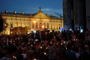 """Protesters gather during a candlelight rally to protest against judicial reforms in front of the Supreme Court in Warsaw, Poland, July 16, 2017. The banner reads: """"Free Courts, Free People"""". Credit: Reuters/Agencja Gazeta/Franciszek Mazur"""