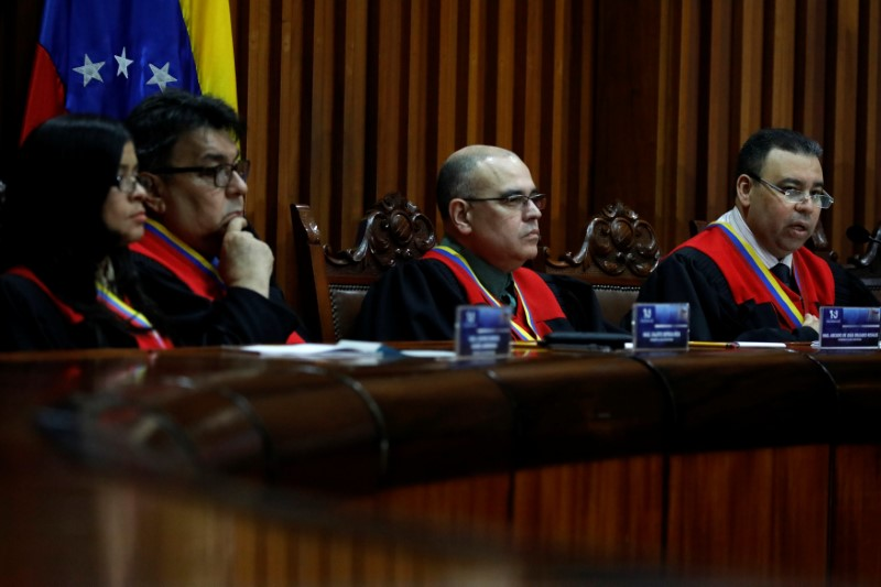 Venezuela's Supreme Court second vice president and president of the Constitutional Chamber Juan Mendoza (R) sits with other members of the Constitutional Chamber as he gives a news conference in Caracas, Venezuela, July 21, 2017. Credit: Reuters/Carlos Garcia Rawlins