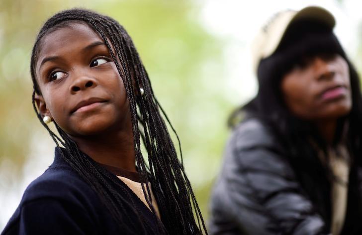 Lakesha Johnson (R), a homeless health care aide, and her 11-year-old daughter, Aja, in Philadelphia, Pennsylvania, US, April 26, 2017. Credit: Reuters/Mark Makela/Files