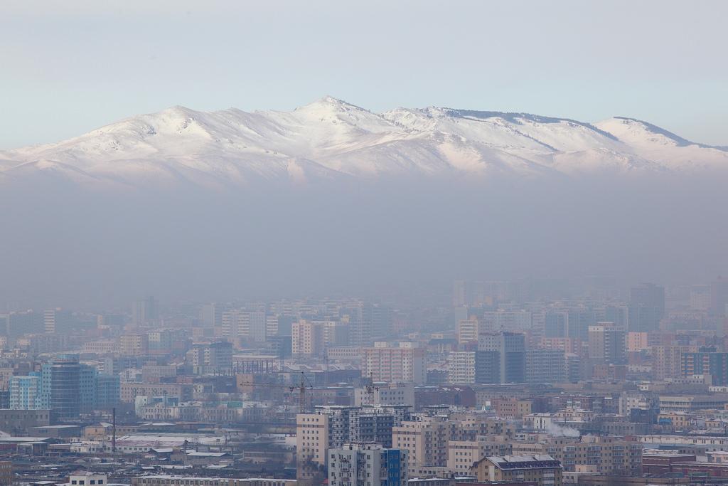 View towards a smog-filled Ulaanbaatar from the Zaisan Memorial. Credit: Flickr/Einar Fredriksen