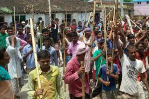 The mob gathered in Dumra. Courtesy: Jagaran