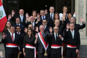 Peru's President Pedro Pablo Kuczynski (C) poses with newly sworn-in ministers after a ceremony at the government palace in Lima, September 17, 2017. Credit: Reuters/Guadalupe Pardo.Peru's President Pedro Pablo Kuczynski (C) poses with newly sworn-in ministers after a ceremony at the government palace in Lima, September 17, 2017. Credit: Reuters/Guadalupe Pardo.