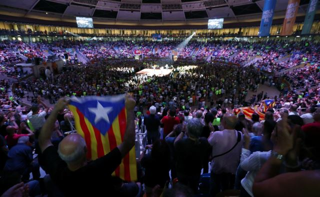 A man shows an Estelada (Catalan separatist flag) during a Catalan pro-independence meeting at Tarraco Arena in Tarragona, south of Barcelona, Spain September 14, 2017. Credit: Reuters/Albert Gea
