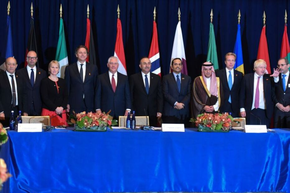 (L-R) French Foreign Minister Jean-Yves Le Drian, Italian Foreign Minister Angelino Alfano, Swedish Foreign Minister Margot Wallstrom, Dutch Foreign Minister Bert Koenders, U.S. Secretary of State Rex Tillerson, Egyptian Foreign Minister Sameh Shoukry, Qatari Foreign Minister Mohammed bin Abdulrahman Al Thani, Saudi Minister of Foreign Affairs Adel al-Jubeir, Norwegian Foreign Minister Borge Brende, British Foreign Secretary Boris Johnson and Jordanian Minister of Foreign Affairs Ayman Al Safadi meet at a ministerial discussion on Syria during the United Nations General Assembly in New York City, U.S. September 18, 2017. Credit: Reuters/Stephanie Keith