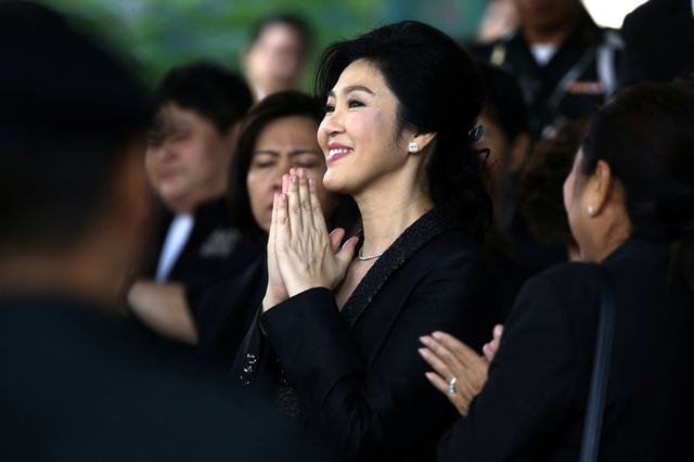 Ousted former Thai prime minister Yingluck Shinawatra greets supporters as she leaves the Supreme Court in Bangkok, Thailand, August 1, 2017. Credit: Reuters