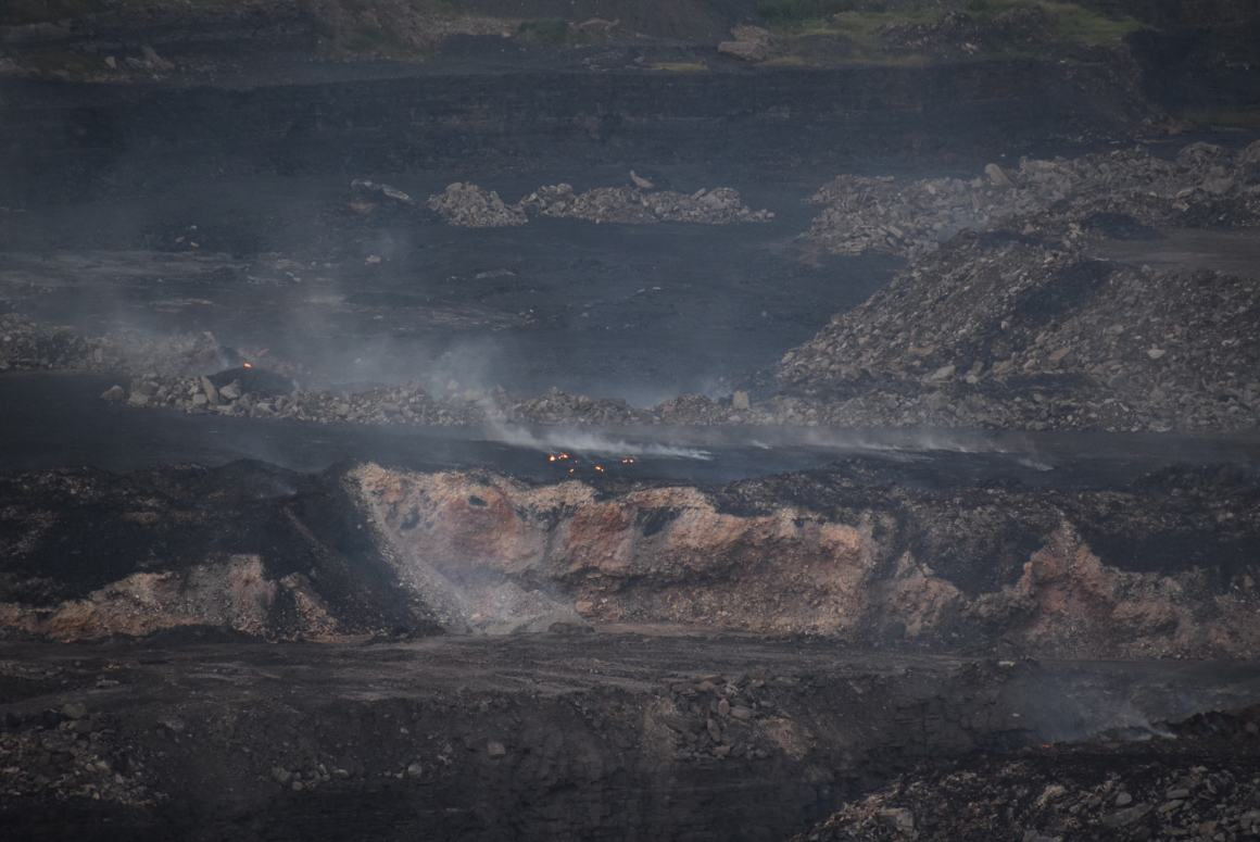 A 2016 assessment by the regional office of the Ministry of Environment, Forests and Climate Change found that no concrete efforts had been made to quell mine fires caused by the spontaneous combustion of exposed coal, severely impacting public health. These continue to rage unabated. Credit: Aruna Chandrasekhar