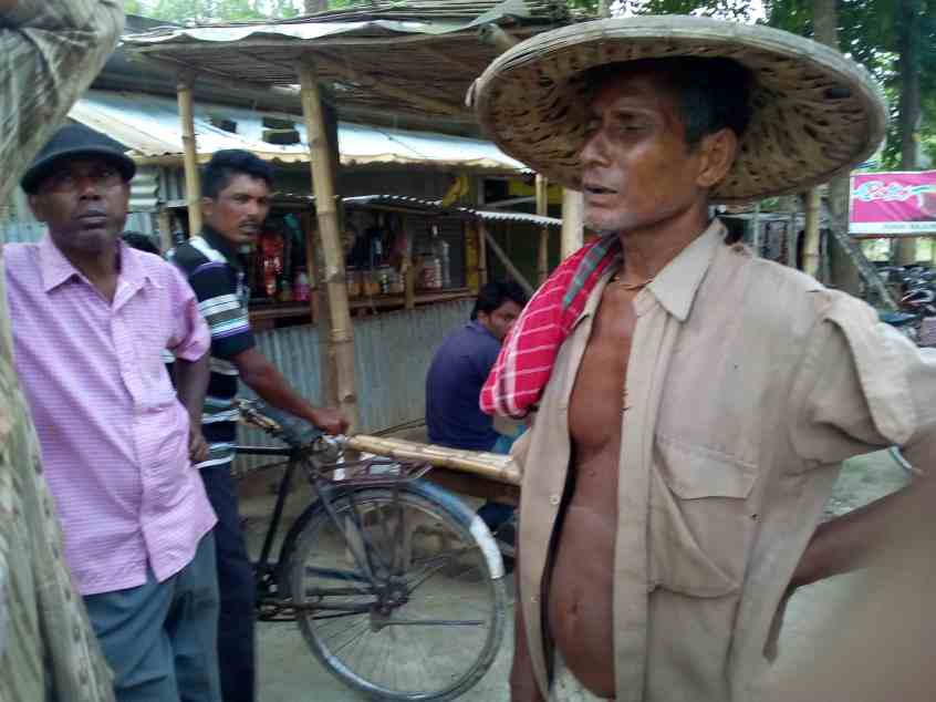 A Hindu elder complaining against police assault at Toibichara. Credit: Moutuli Nag Sarkar and Tapas Chakraborty