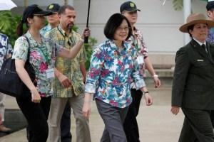 Taiwan's President Tsai Ing-wen (C), on transit enroute to Pacific island allies, visits the USS Arizona memorial at Pearl Harbor near Honolulu, Hawaii, U.S. October 28, 2017. Credit: Reuters/Marco Garcia