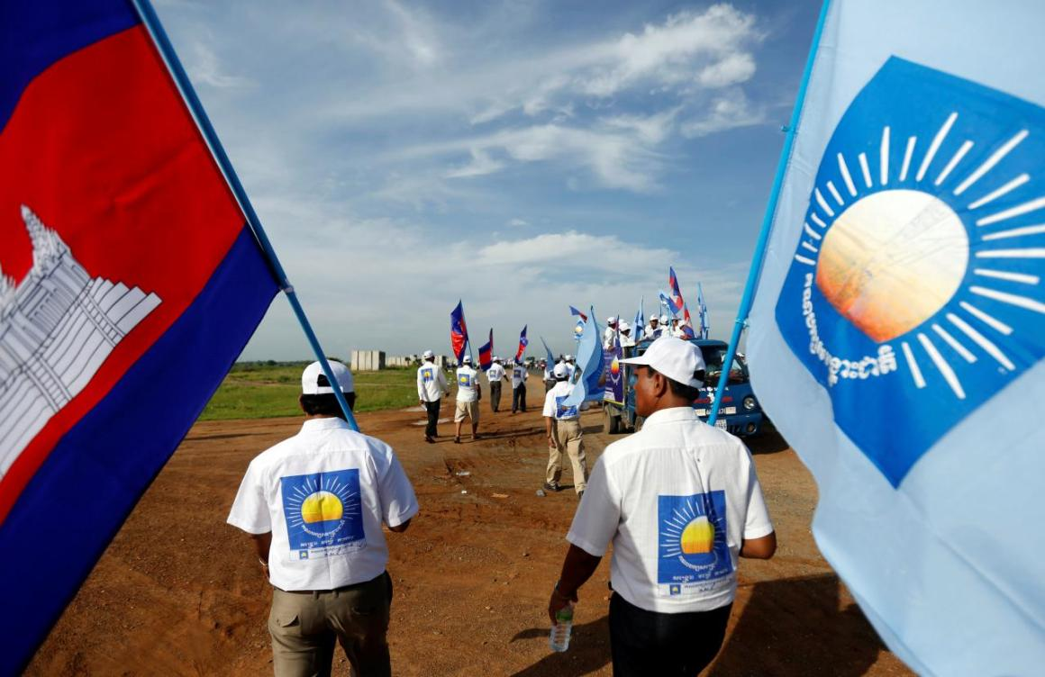 Supporters of the Cambodia National Rescue Party (CNRP) gather during a local election campaign in Phnom Penh, Cambodia May 20, 2017. Credit: Reuters/Samrang Pring
